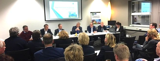 * Bedrijvenverenigingen steunen Groningen Airport Eelde * Aandelhouders willen investeren in Eelde als toegangspoort tot het Noorden *